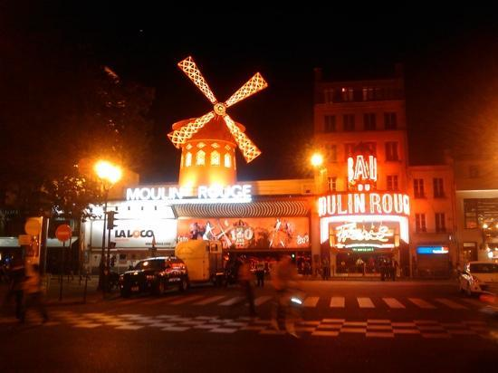 , : moulin rouge parigi