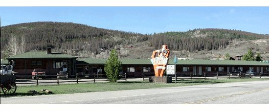 Hot Sulphur Springs, CO: The front of our motel