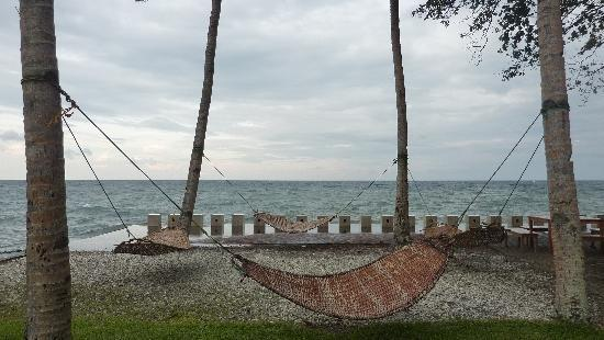 Bahay Bakasyunan Sa Camiguin: relax at the hammock