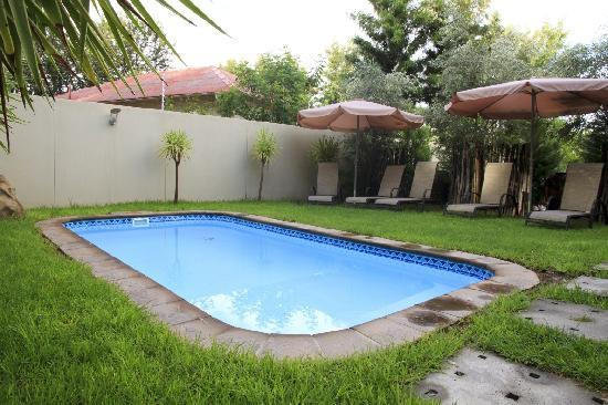 The Elegant Guesthouse: Pool