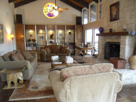 The Lodge at Fossil Rim : Shared longe (on 2nd floor)