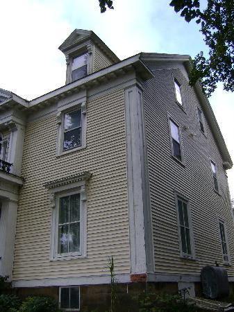 Pictou, Canada: Front/side of WH Davies House