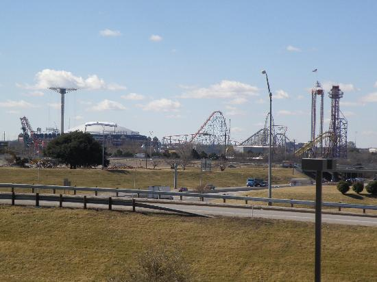 Crowne Plaza Arlington Suites: View from room - Cowboys Stadium and Six Flags Amusement Park