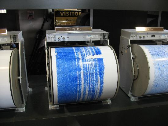 how to read a seismograph for volcanoes