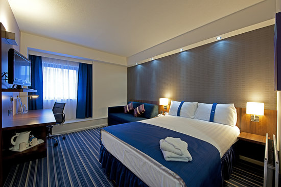 Holiday Inn Express Belfast City Queens Quarter: Double Bedroom
