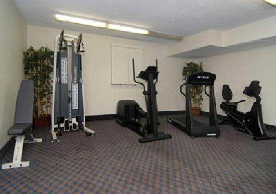 Quality Inn University Center: Fitness Center