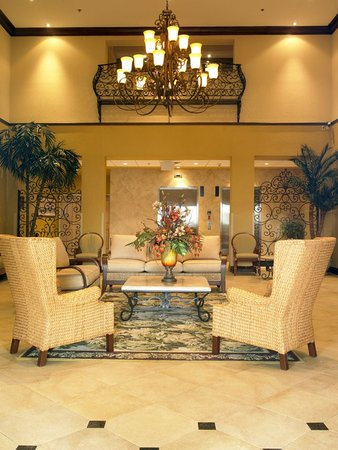 Comfort Suites: Elegant Welcoming Lobby
