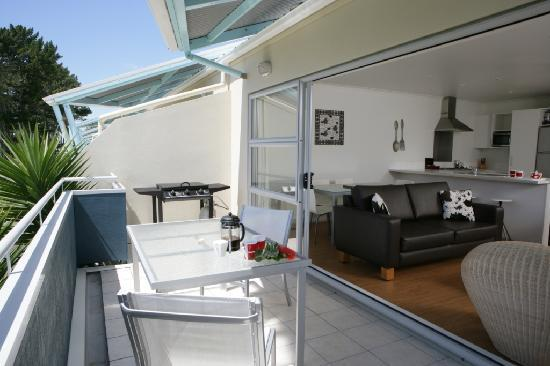 Marine Reserve Apartments: Private Balcony & BBQ