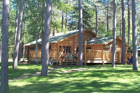 Babbitt, MN: Cabins with views of Birch Lake