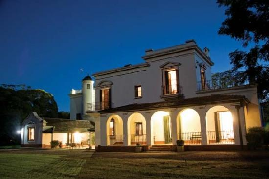 Estancia San Ambrosio: House at night