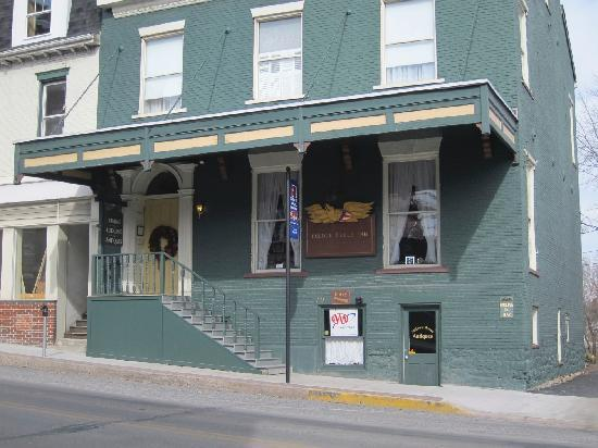 Golden Eagle Inn: Front of Building