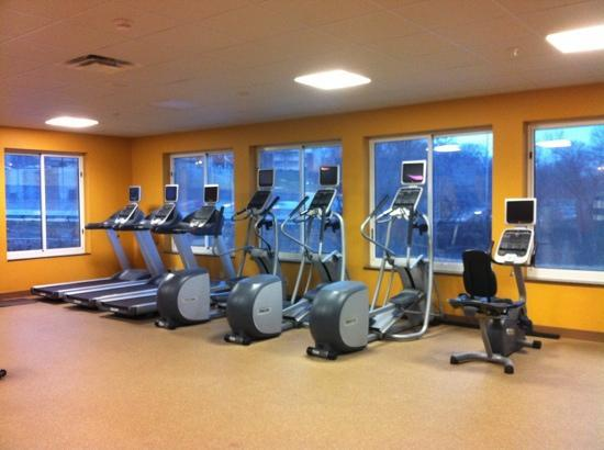 Hilton Garden Inn St Louis Airport: cardio have built-in tvs