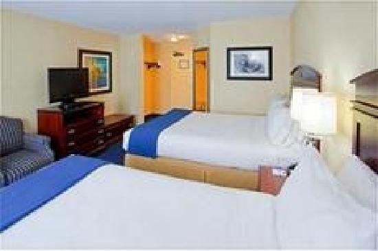 Holiday Inn Express & Suites: Comfortable Double Queen Room