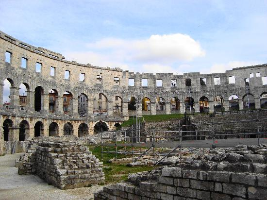 Pula Photos