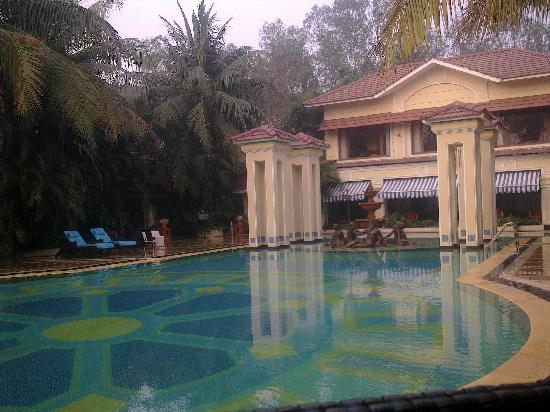 the lovely swimming pool - Picture of Mayfair Lagoon, Bhubaneswar ...