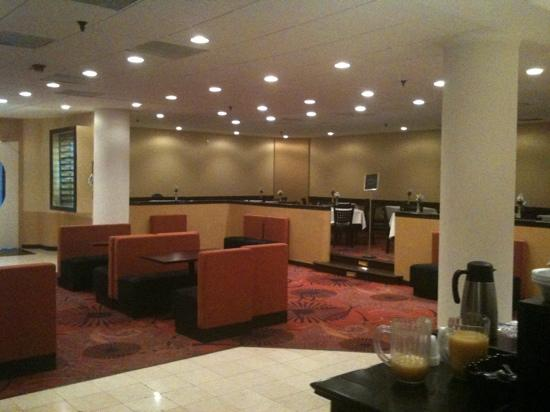 La Quinta Inn & Suites Somerset: bar/lounge