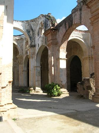 Antigua, Guatemala: Earthquake damaged cathedral