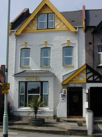 ‪White Lodge Hotel‬