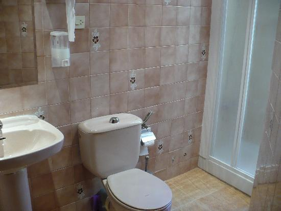 Hostal Mirentxu: Shared Bathroom