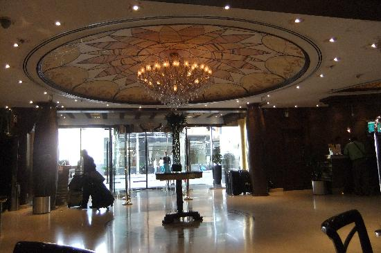 Flora Grand Hotel: From lobby