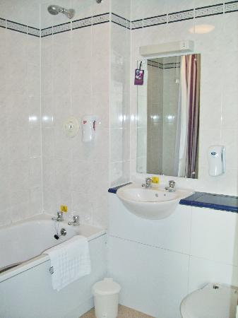 Premier Inn Caerphilly - Corbetts Lane: bathroom