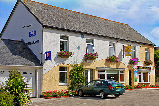 Polzeath, UK: Front of the house