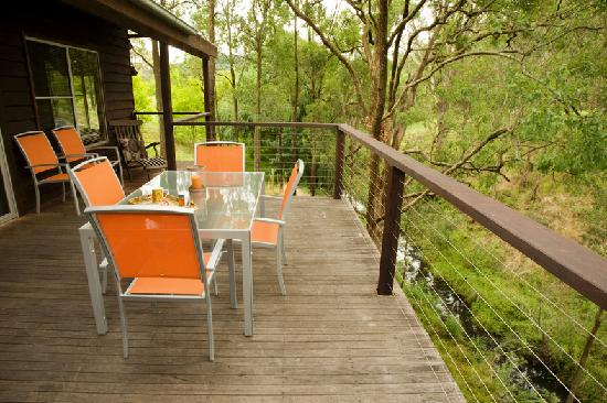 Cedars Mount View: The Creek cottage verandah