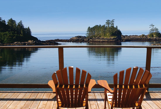 Bostrom's B&B On Little Beach Bay: Every room has a view but why not take a seat where you can get up close and personal..