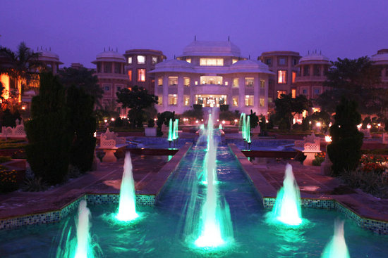 Orient Taj : Hotel during the night 