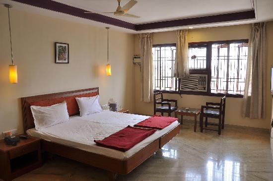 Kumbakonam, India: Standard a/c room Raya&#39;s Annexe 1