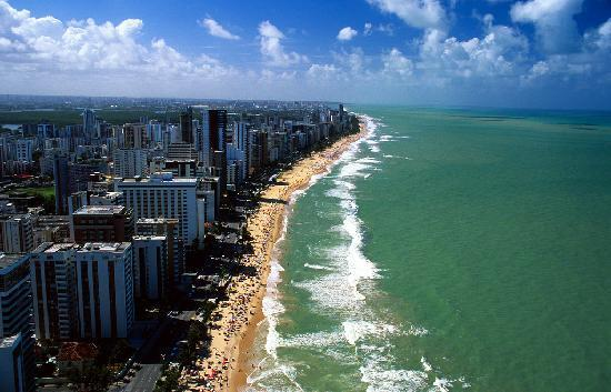 Boa Viagem beach, at Recife (Pernambuco state). Photo: Christian Knepper/ Embratur