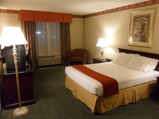 Holiday Inn Express Hotel & Suites North Seattle - Shoreline: The Room