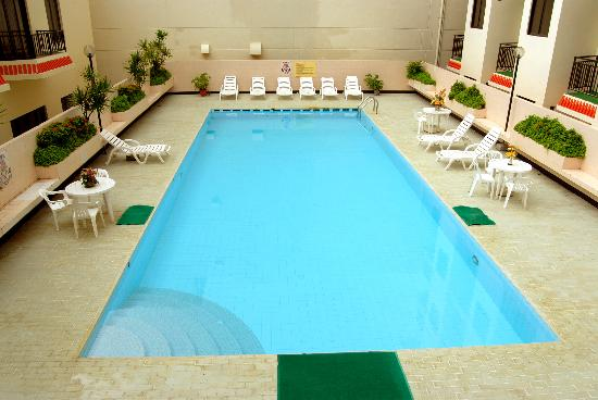 http://media-cdn.tripadvisor.com/media/photo-s/01/c7/e3/4f/swimming-pool.jpg