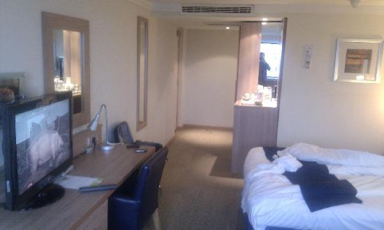 Spacious Room Picture Of Holiday Inn Cardiff City Centre