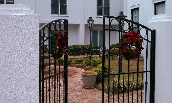 Greenville, MS: courtyard again