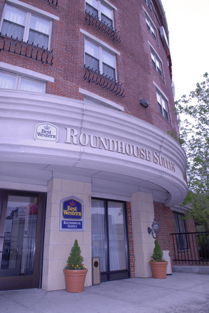 BEST WESTERN PLUS Roundhouse Suites: Main Entrance