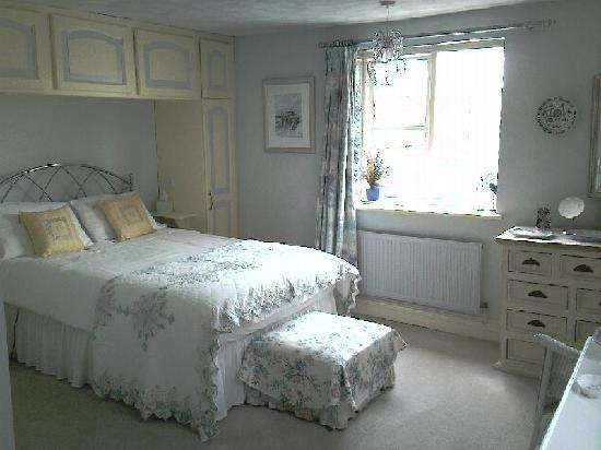 Lombard House Bed & Breakfast: The Blue Room (en-suite bath)