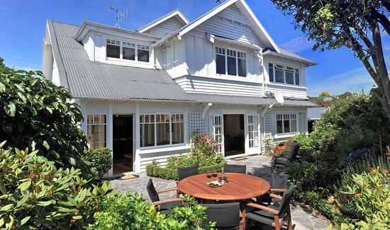 Kershaw House Boutique Accommodation: North Facing Sunny Guest Garden