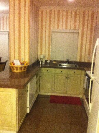 Grass Valley Courtyard Suites: Kitchen