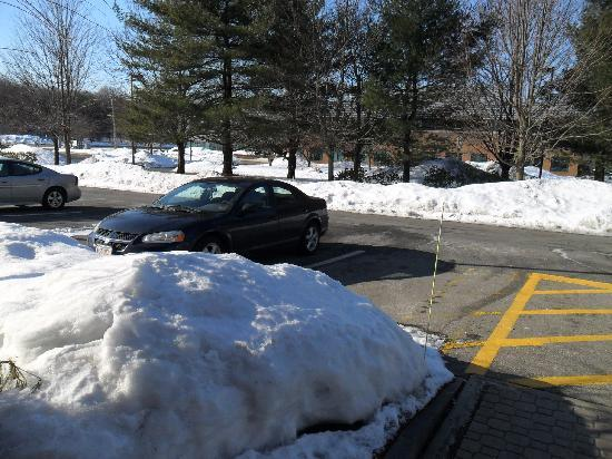 Hampton Inn Marlborough: Snow and ice in March