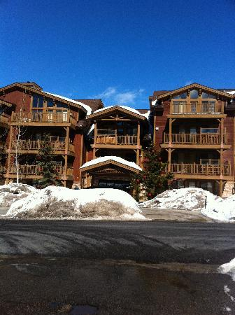 Black Bear Lodge Condos: Front of Black Bear Lodge