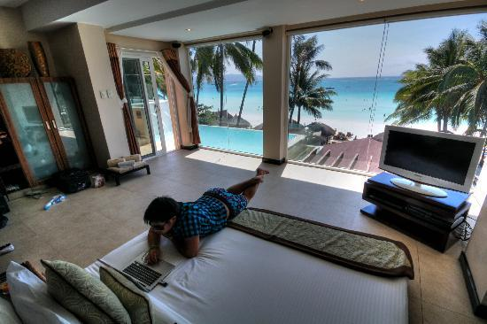 Two Seasons Boracay Resort: Relaxing inside Suite Heaven