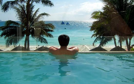 Two Seasons Boracay Resort: Suite Heaven's infinity pool