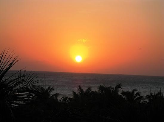 Hyatt Regency Aruba Resort and Casino: Ahhh,,,,An Aruba Sunset