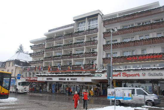 Grindelwald, Szwajcaria: Hotel as seen from bus station