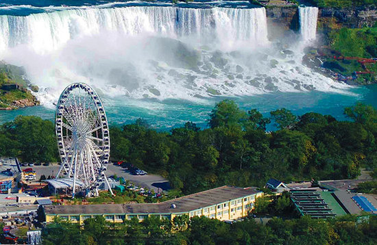 Comfort Inn Clifton Hill - Niagara Falls Hotel: 1 Block to the Falls