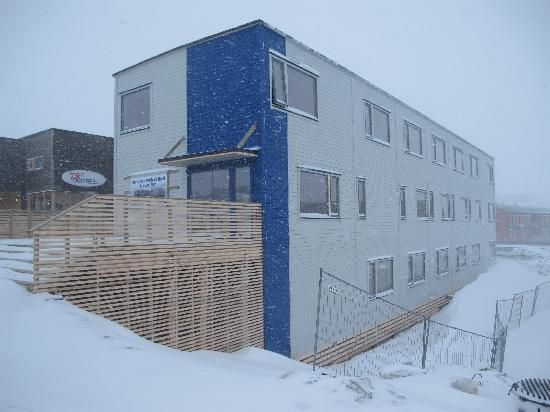 Svalbard Hotell: Front of the hotel