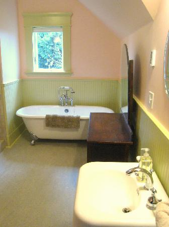 Evermore Guesthouse: Clawfoot Tubs In Every Bathroom