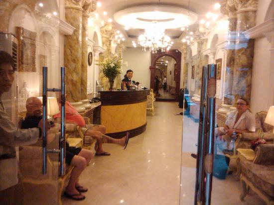 Le Foyer Hotel In Hanoi : Welcome drinks in the elegant foyer picture of hanoi