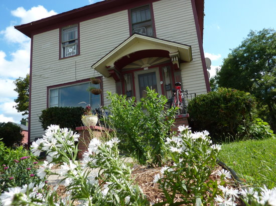 Oviatt House Bed and Breakfast: Oviatt House is 2 blocks from TC's downtown